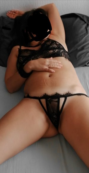 Lysane chubby escorts in Summit, IL
